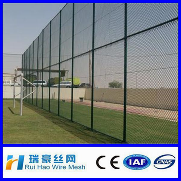 SGS certificated excellent Compare PVC coated tennis court fence,stadium fence ,wire mesh sport fence 1*1wiremesh