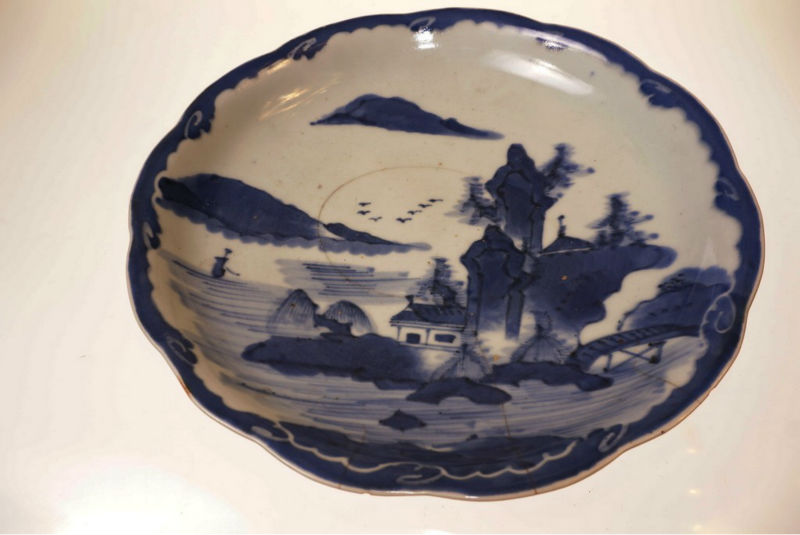 FARE LARGE GENUINE CHINESE MING DYNASTY BLUE AND WHITE SCENETIC PLATE