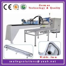 Linner robot machine for making PU gasket