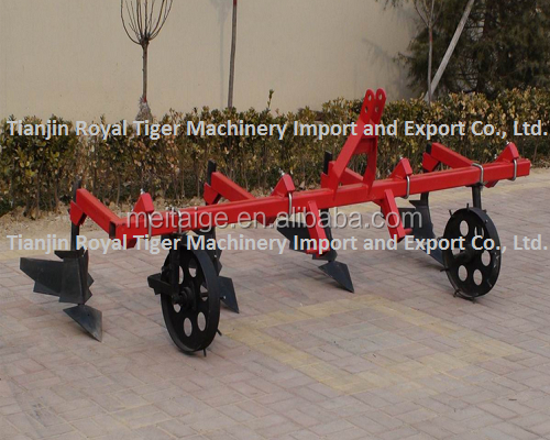 Tiller cultivator for agricultural plants such as corn, maize, soybean or potato