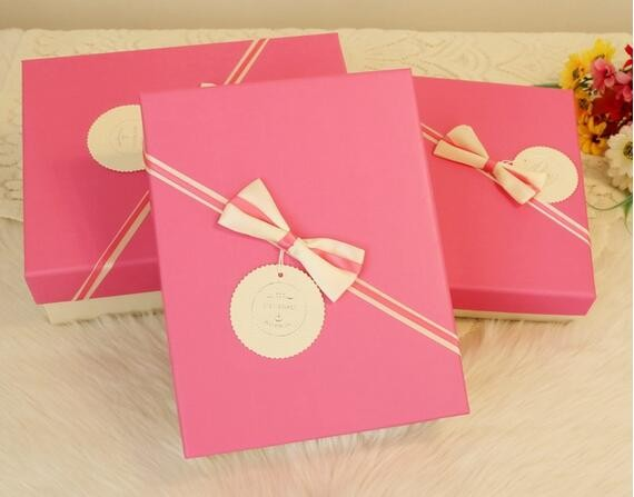 Lovely bow tie paper cardboard birthday gift packaging box for friends