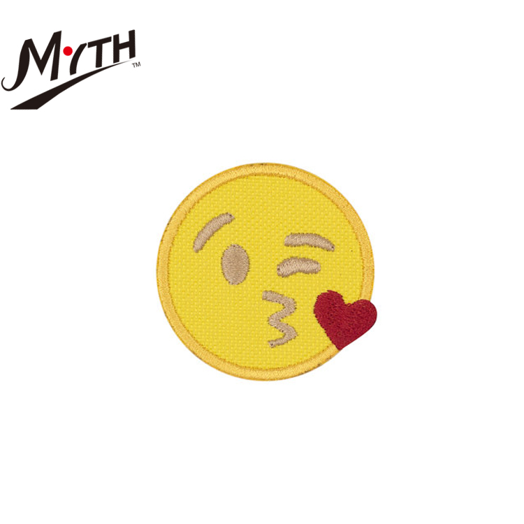 Cartoon patterns embroidery patches/custom fashion emoji smile iron-on embroidery patch
