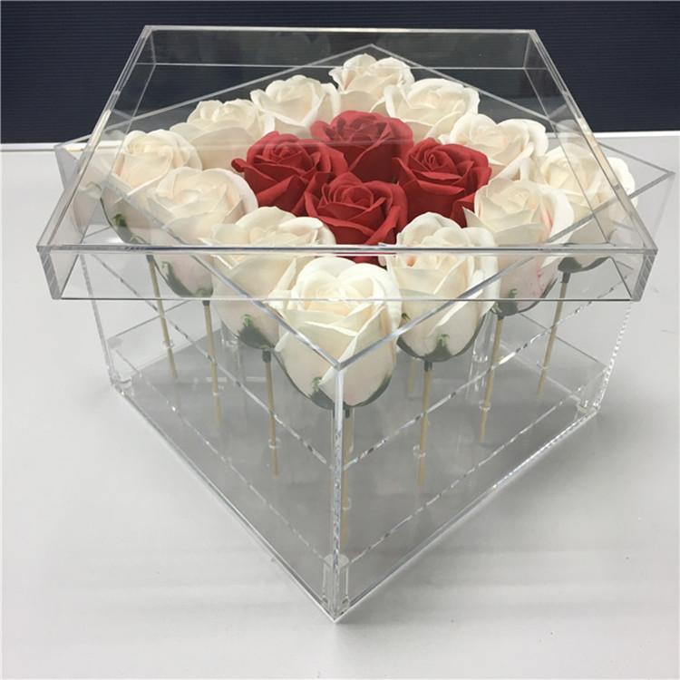 прозрачная коробка сердце под цветы вариант
