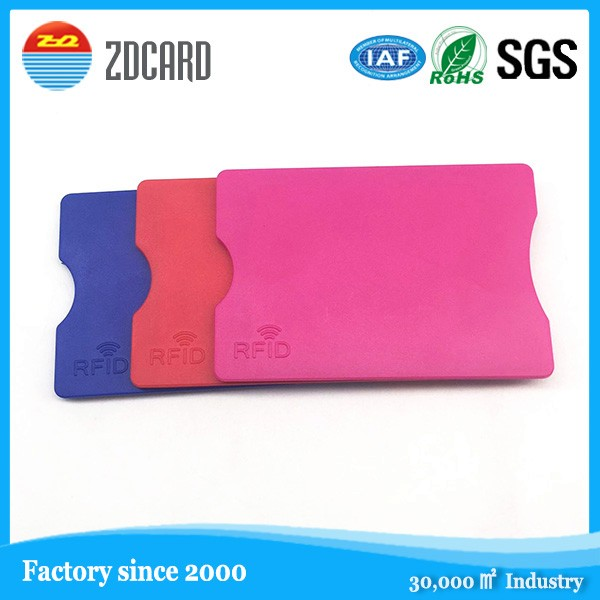 Newly <strong>developed</strong>! Hard material plastic RFID Blocking card holders