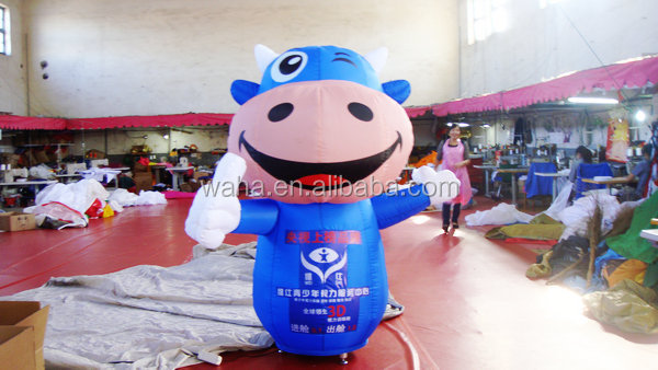 2015 blue color advertising inflatable cow