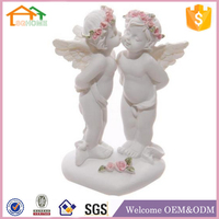 Factory Custom made home decoration polyresin kissing angel figurines