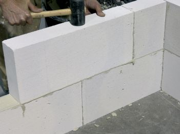 Adhesive mortar for cellular concrete