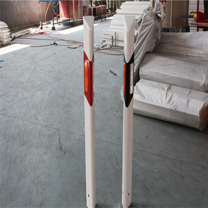 Column delineator single side reflective delineator post
