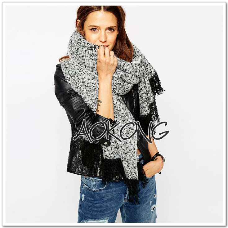 Women winter fashion boucle tassel warm scarf
