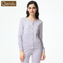 2017 Best Qianxiu Elegant Long Sleeves Decorative Floral Loungewear for Ladies