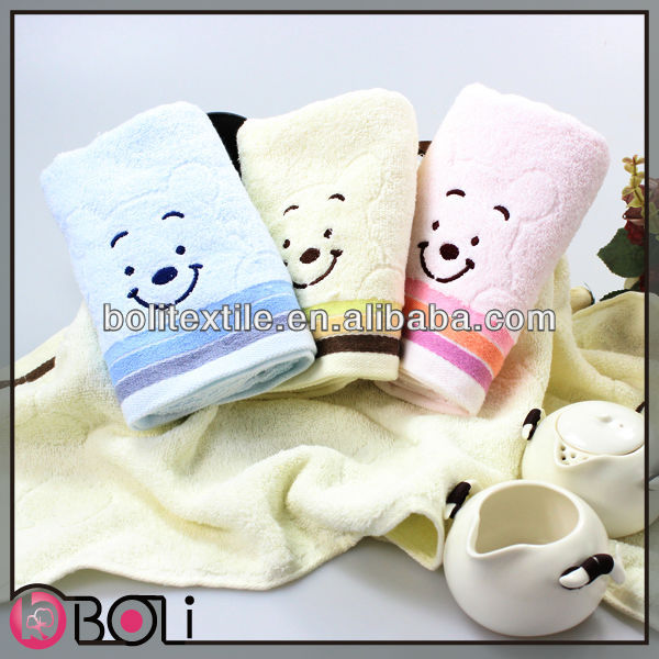 embroidery high absorbent three color cheap wholesale Untwisted yarn face towel smiling face