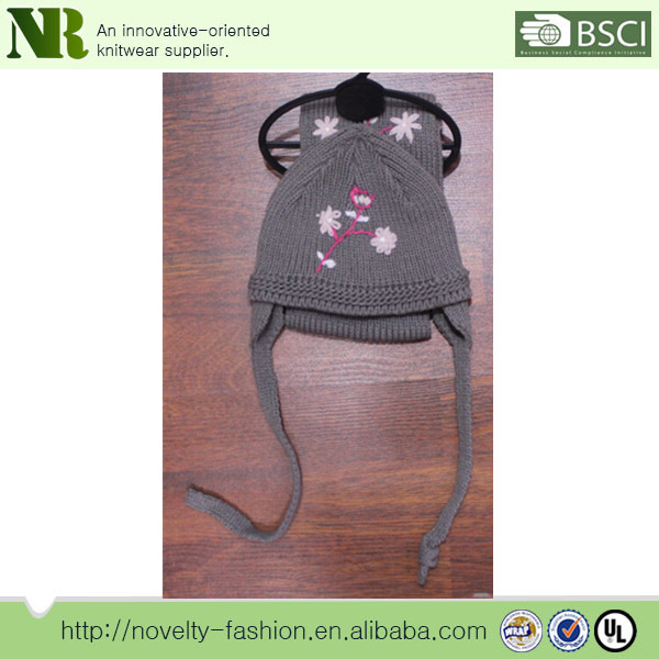 2014 newest design cute and lovely grey knitted hat and scarf sets with jacquard flower