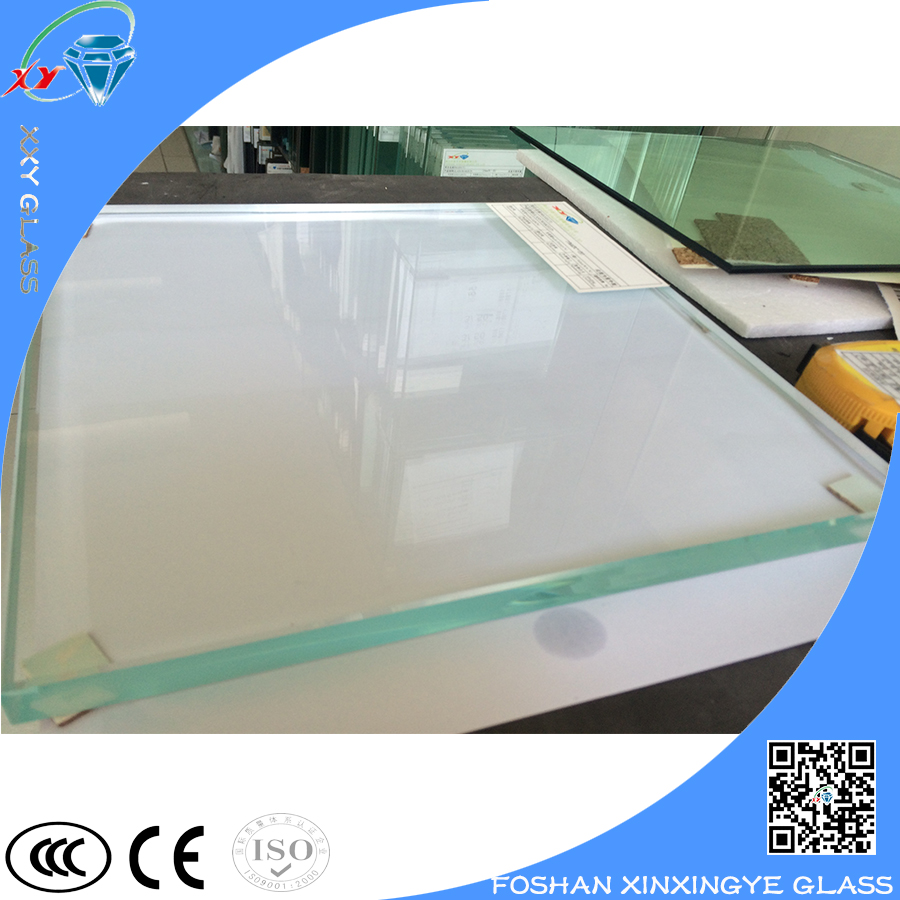 High transmittance clear tempered building elevation glass