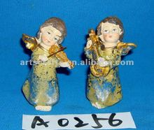 Polyresin gold angels with violin