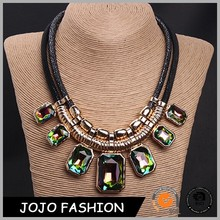 New Fashionable Pure Handmade Stone Crystal Handcrafted Big Statement Necklace for Women