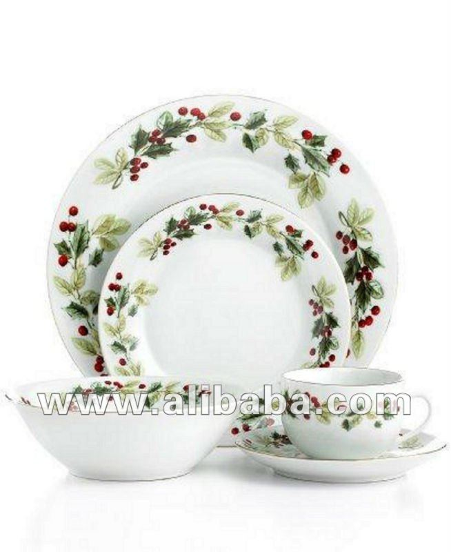 CHRISTMAS HOLIDAY CLASSIC 20 PIECE DINNERWARE SET