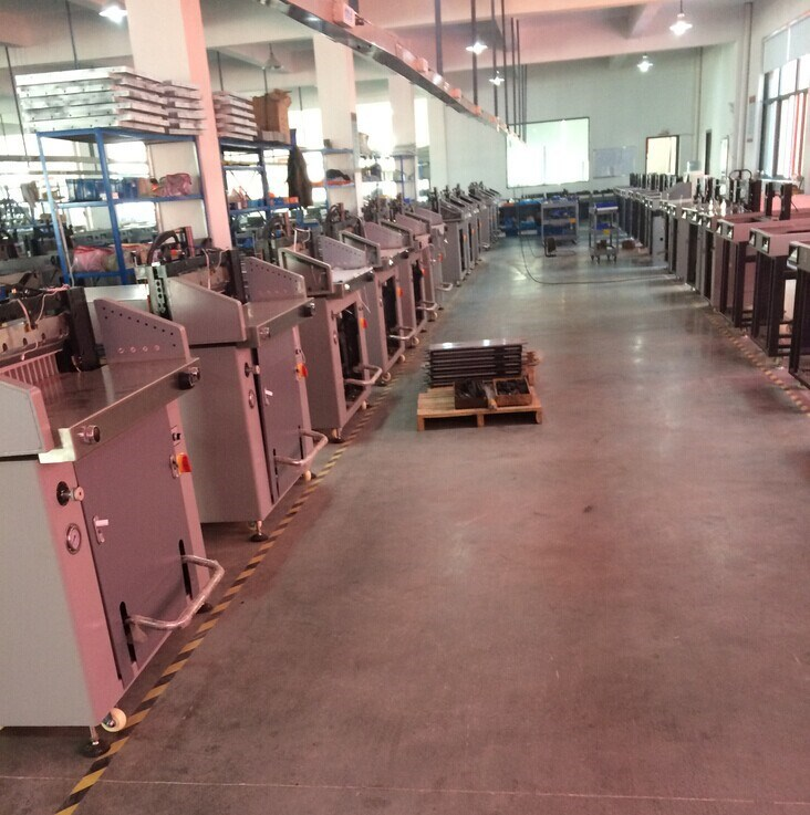 factory guillotine paper cutter,automatic paper cutting machine 72