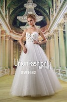 Custom made China sleeveless lace bridal gowns crystal rhinestone wedding dresses Hong Kong Fashion Week for Fall/Winter