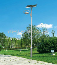 Single-arm solar garden lamp