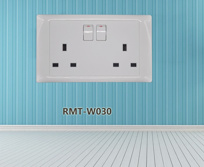 British Standard PC+ABS+Copper material fireproof 13A 2 gang double uk switched wall socket