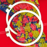 White circle embroidery hoop, plastic, adjustable, 7 cm in diameter, sell like hot cakes