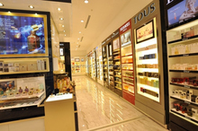 Chinese supplier Dior MDF lighting cosmetic display store furniture with high end quality