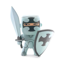 China custom vinyl toy manufacturers make your custom knight and pirate arty vinyl toys