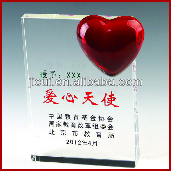 Engraving Crystal Trophy With Red Heart Shaped Glass Stones For Souvenirs Products