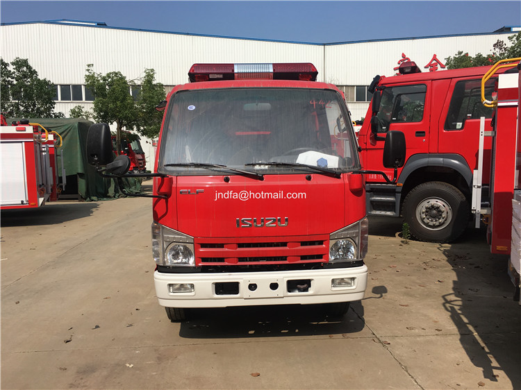2000L water fire engine2.JPG