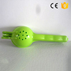 wholesale plastic juicer kitchenware plastic hand manual lemon squeezer wholesale plastic juicer