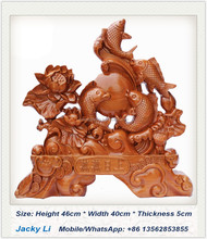 peach wood carving Desktop Decor, fish means business booming! Feicheng peach wood <strong>crafts</strong>
