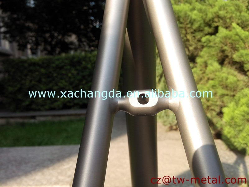 Customized Titanium road bicycle frame touring bike frame with polished logo & Integrated head tube