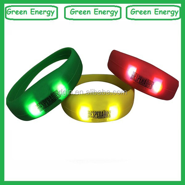 Top quality silicone motion activated led bracelet/led flashing bracelet/light up motion activated led bracelet