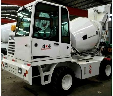 Small size mobile concrete batching vehicle, good mobility self loading concrete feeding mixer with truck in china factory
