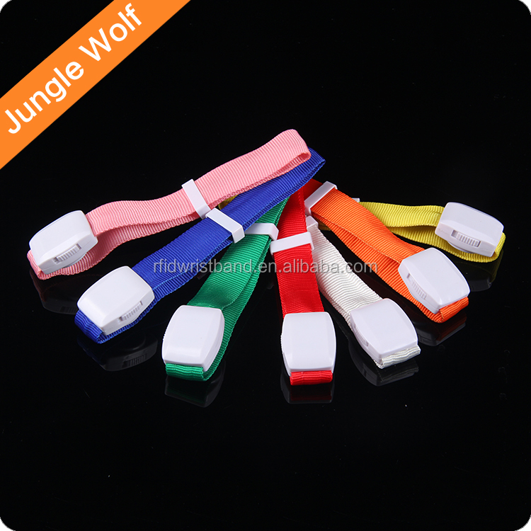 2017 Best Price Factory Wholesale Silicon Flashing Light Up led wristband
