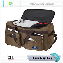 Sturdy rolling duffel bag with custom plastic patch logo polyester duffel bag for travel