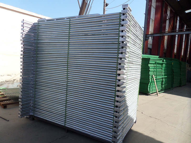 Wholesale top quality Easily Assembled round metal tube horse fence panel welded livestock corrals steel rails horse yard fence