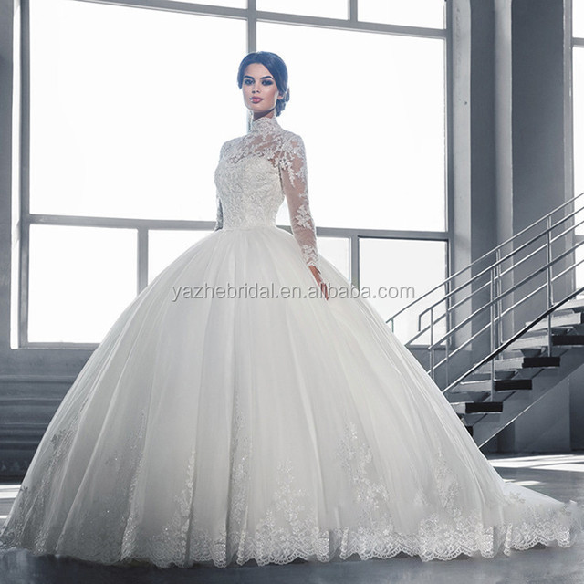 Luxury lace with a long sleeve bride trailing wedding dress