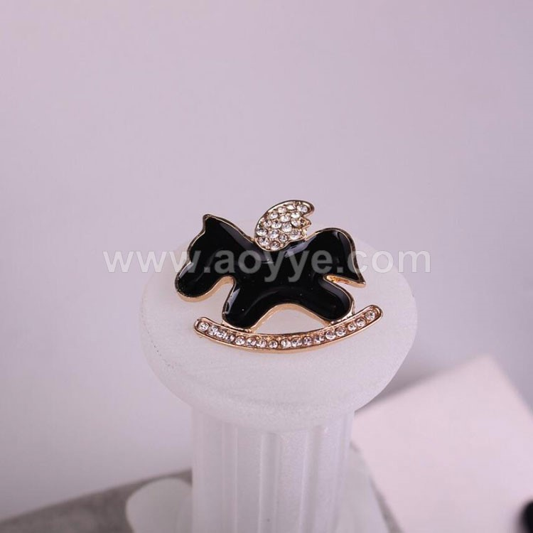 Top selling fashion lovely crystal black color wooden horse brooch