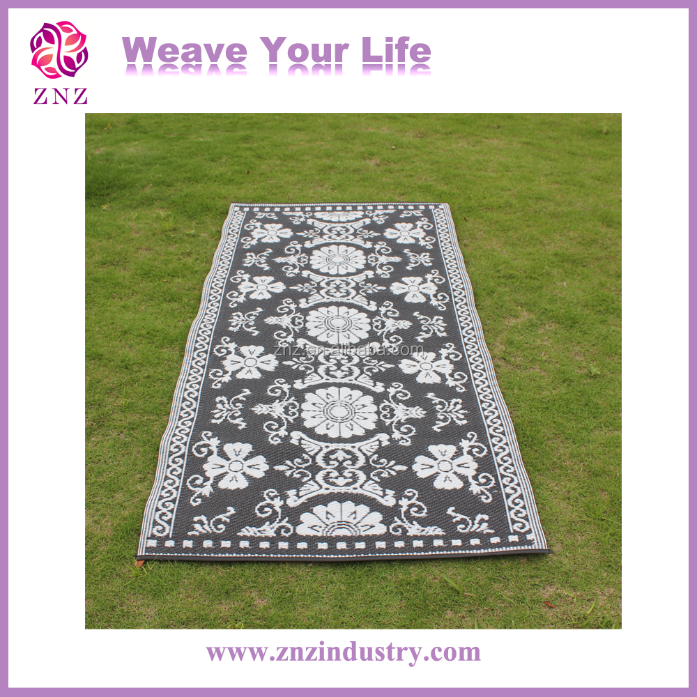 Plastic outdoor carpet with PP material weaving various designs