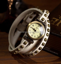 Hot selling white color high quality vintage genuine leather bracelet watch with rivet / latest fashion ladies wrist watch