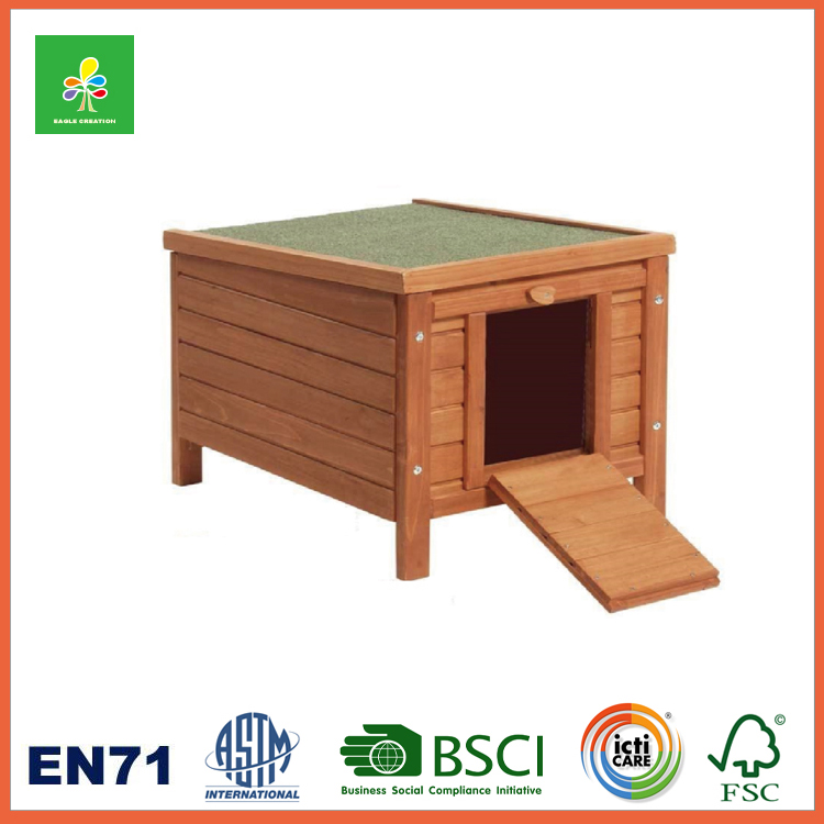 Small Wooden Dog House, Solid Wood Construction Kennel