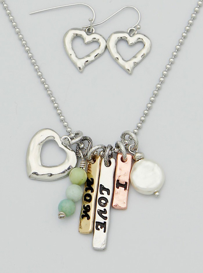 I Love Mom Engraved Freshwater Pearl Hammered Heart Pendant Necklace Set