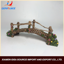 2017 New Design Wood Bridge Resin Figurine For Resin Crafts