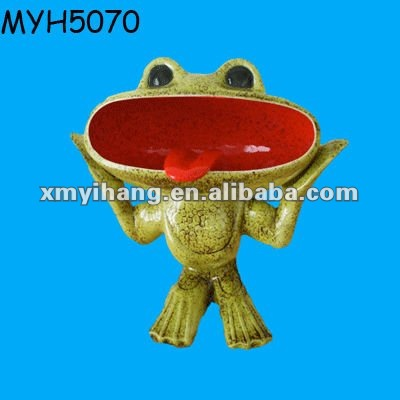 Ceramic frog shaped standing ceramic funny ashtray