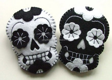 2017 new fashion hottest items China fabric wholesale white and black crafts gifts handmade felt Halloween skulls for sale