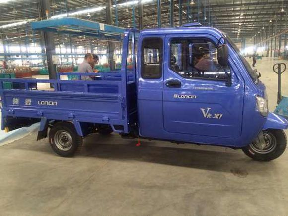 Loncin VX1 300cc /600cc /800cc heavy load motorized self-discharging semi closed cargo truck tricycle with steering wheel