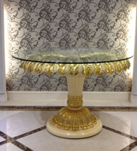 Brillant European Flowery Round Dining Table, Charming Gold Plated Glass Top Round Dining Table