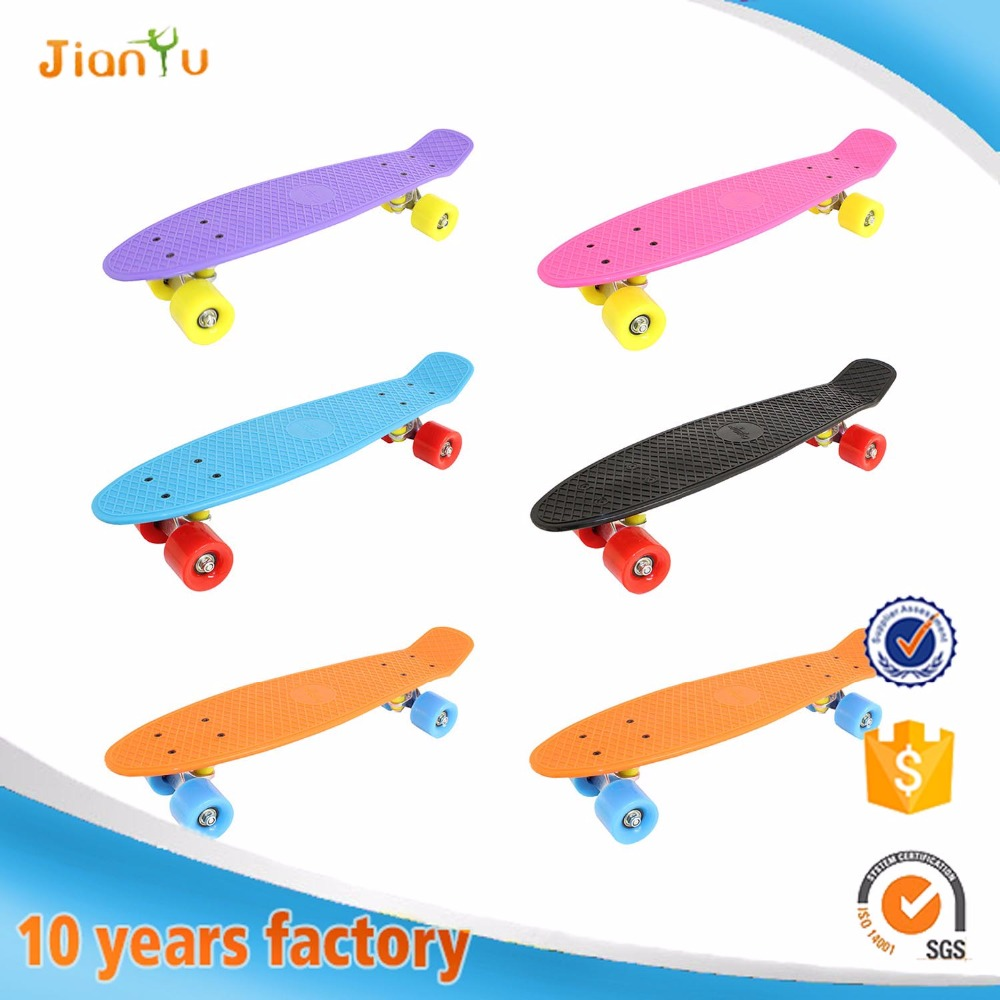 New arrival Fashionable 22 inch plastic retro cruiser skateboard 2017