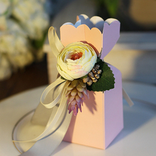 Wholesale Decoration White Wedding Candy Box Sweets Gift Favor Boxes Packaging Ribbon Paper Box Design Bride Groom with Flower